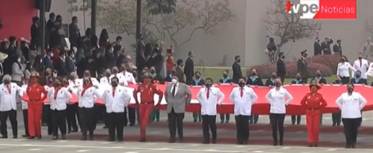 Médicos inician el desfile militar 2021